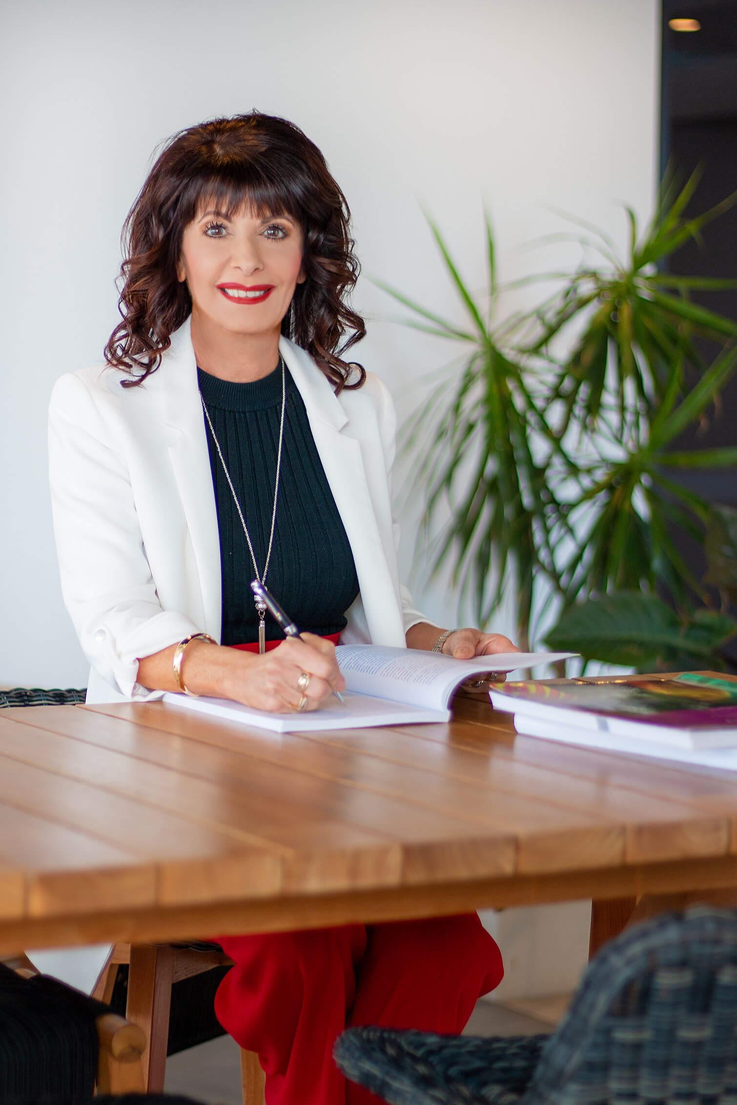 Dr Marisa Lee Naismith